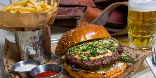ההמבורגר הקלאסי של הביף בר בנתניה
